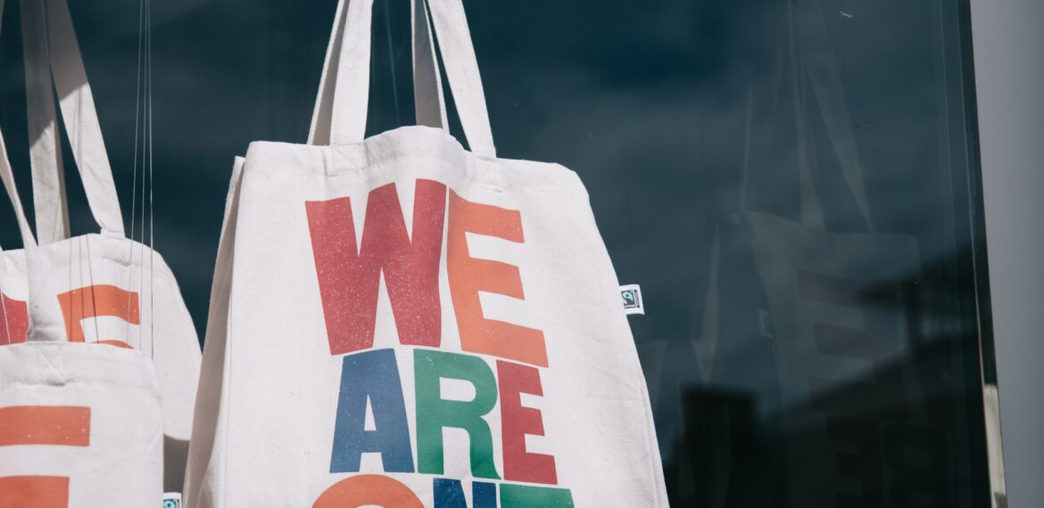 Custom Carrier Bags: What Are Totes?